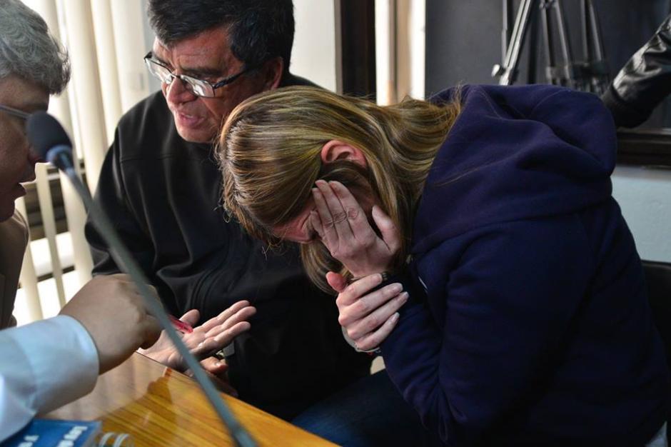 La sobrina del exjefe edil mantuvo el rostro agachado y cubierto por el cabello durante la audiencia. (Foto Wilder López/Soy502)