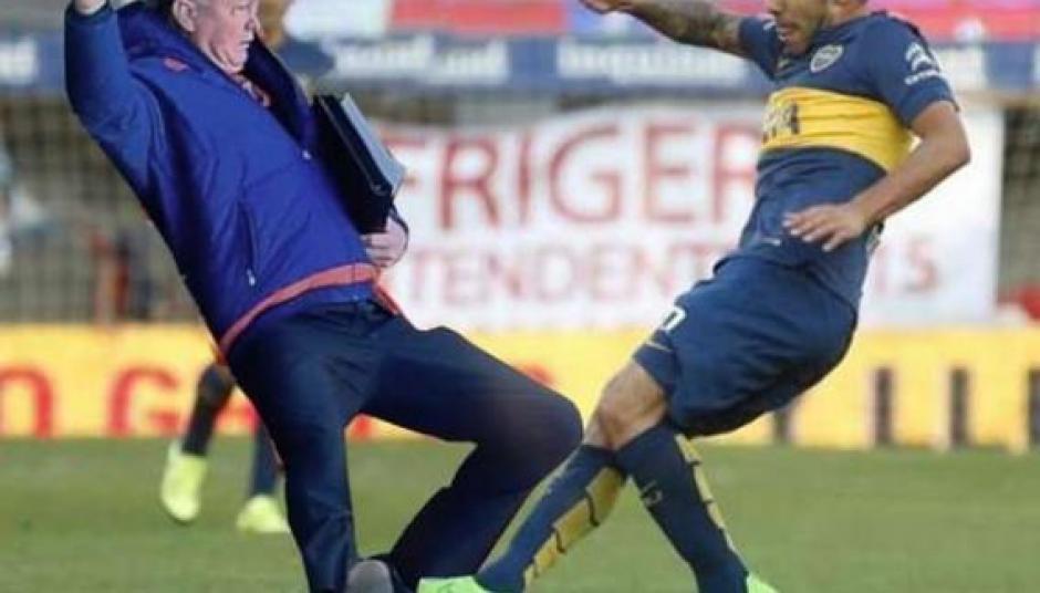 El futbolista argentino, Carlos Tévez, otro que desfiló en la serie de memes contra Van Gaal.