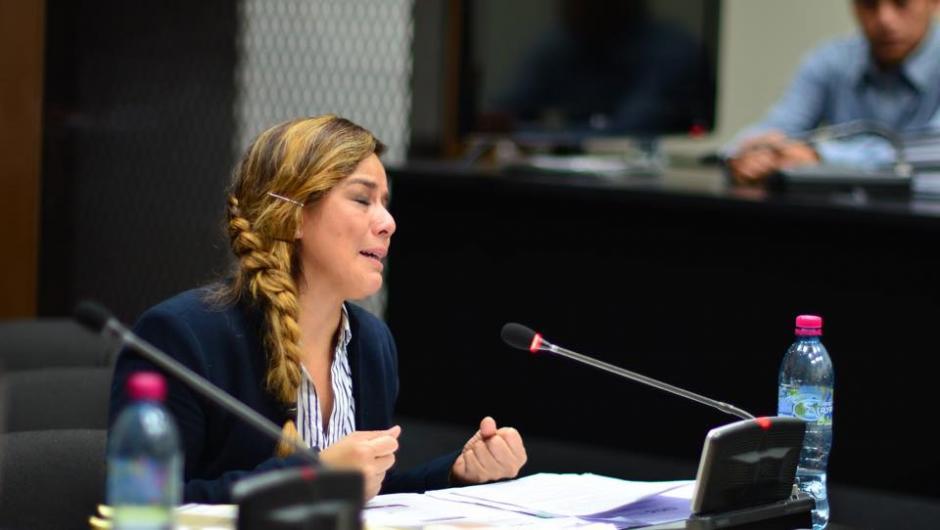 Durante seis horas intentó aclarar su situación frente al juez Miguel Ángel Gálvez. (Foto: Jesús Alfonso/Soy502)