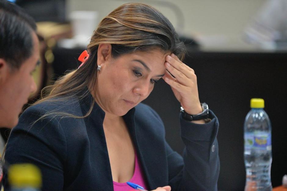 Este era el semblante de Claudia Méndez durante la audiencia del colaborador eficaz. (Foto: Wilder López/Soy502)
