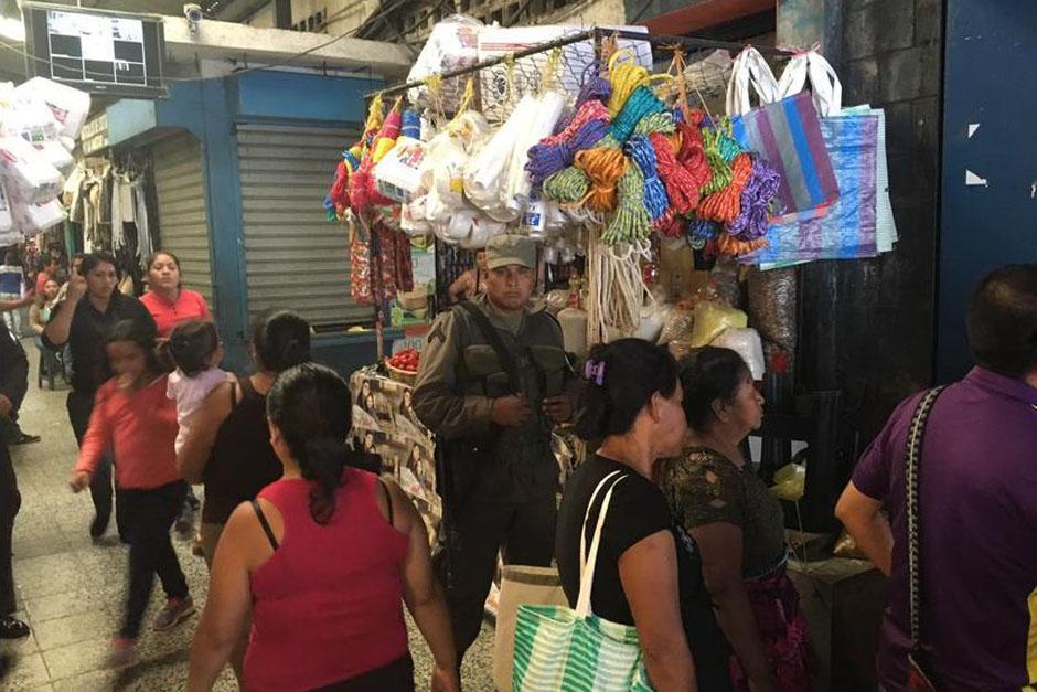 El alcalde de Mixco fue quien denunció las extorsiones en el mercado. (Foto: Archivo/Soy502)