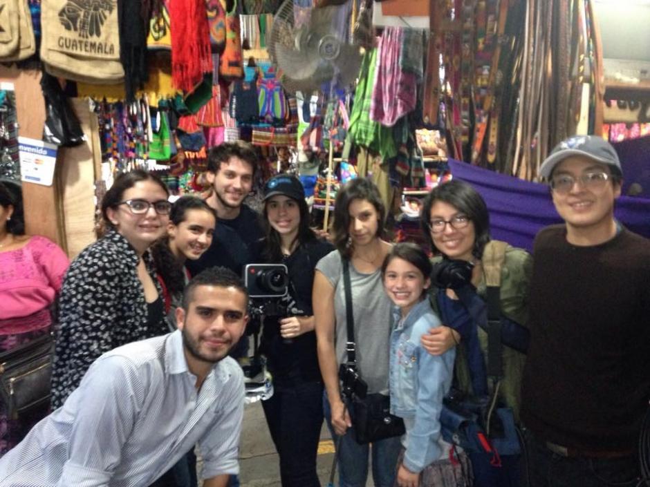 """El equipo de producción y actores del cortometraje """"2500km"""". (Foto: Daniela Arguello)"""