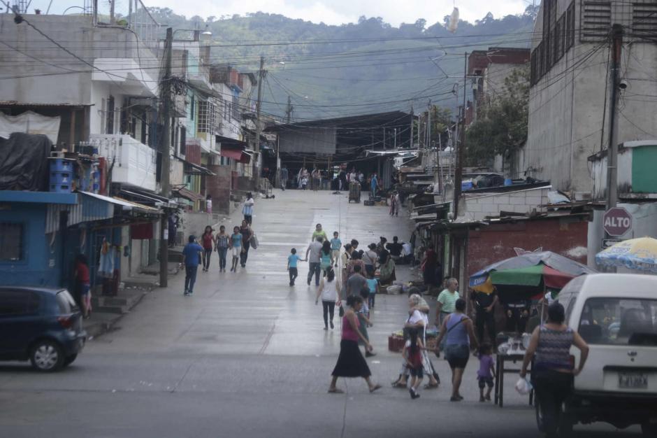 Los comerciantes y vecinos se vieron afectados por el cierre del mercado. (Foto: Manuel Castillo/Nuestro Diario)