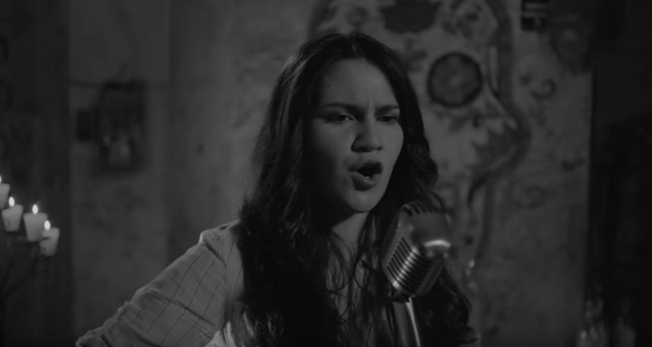 """Mercedes Escobar muestra su potente voz en """"Sangre Negra"""". (Foto: Youtube)"""