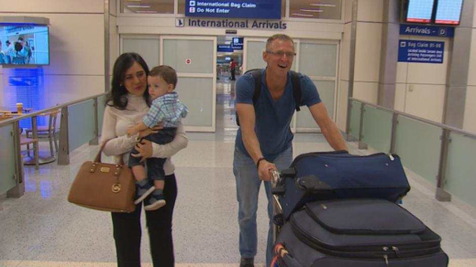 La familia pudo regresar a casa 9 meses después largos trámites migratorios. (Foto: Dallas News)