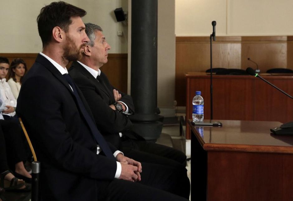 Leo Messi y su padre comparecen este con el juzgado que le acusa de fraude. (Foto. AFP)