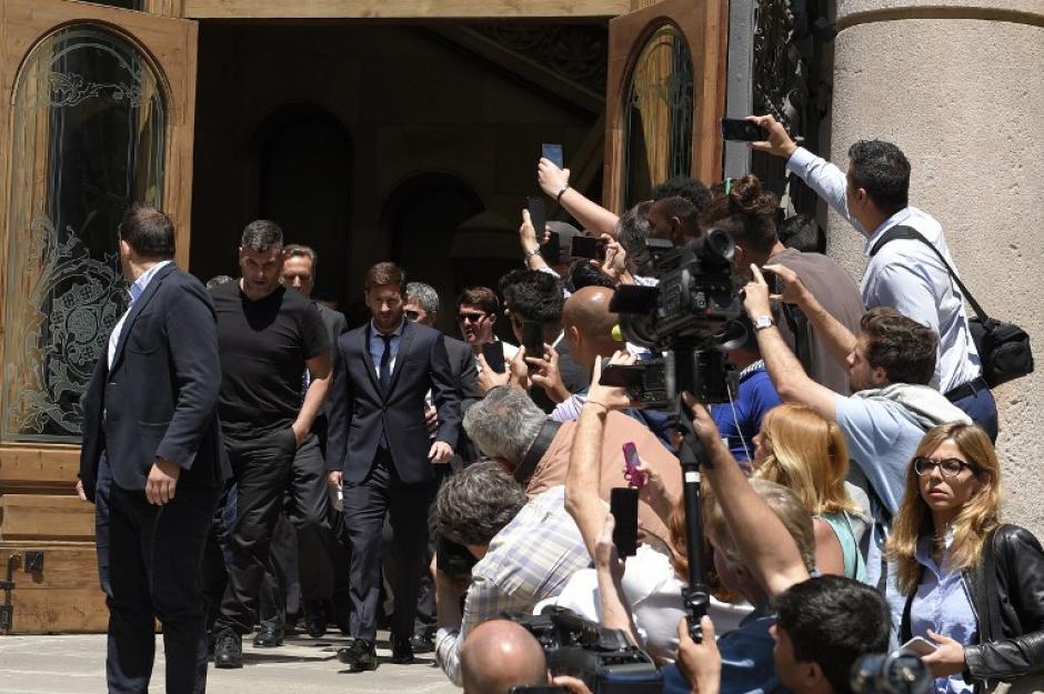 A su ingreso a los tribunales, Messi recibió gritos de apoyo y de rechazo. (Foto: AFP)