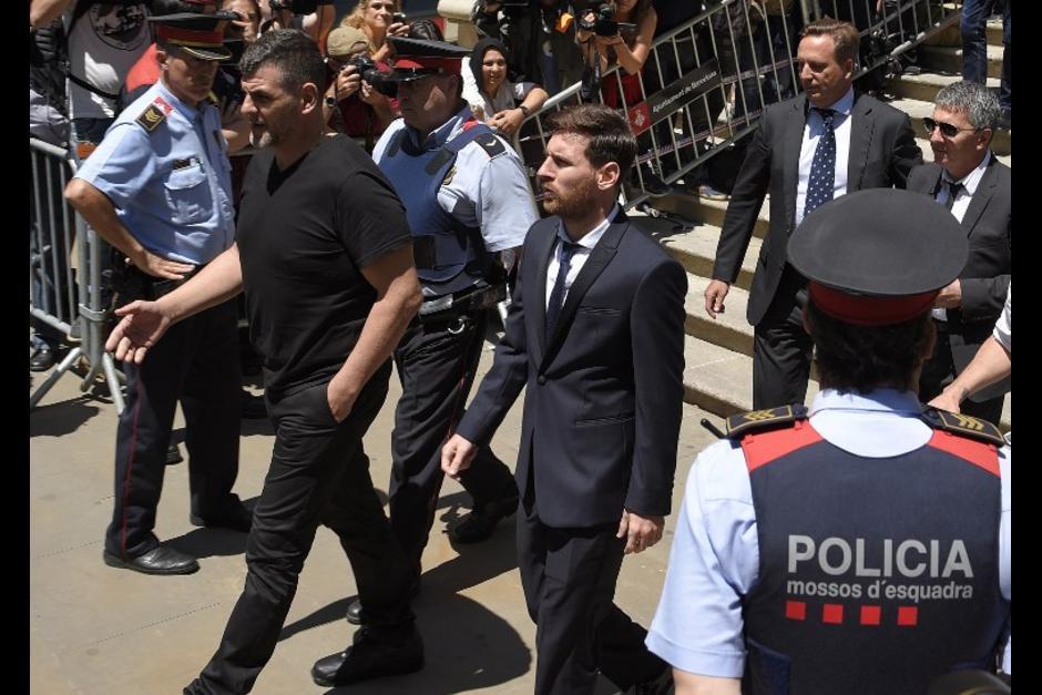 El astro del Futbol Club Barcelona deberá pagar además 2 millones euros de multas. (Foto: AFP)
