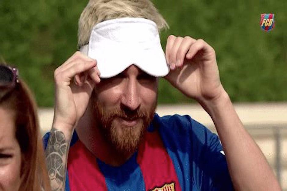 Los jugadores del Barcelona jugaron con los ojos cubiertos. (Imagen: captura de YouTube)