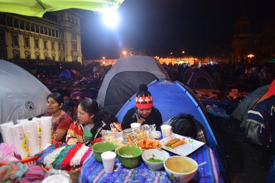 Con carpas la mayoría se ha preparado para pasar la noche. (Foto: Jesús Alfonso/Soy502)