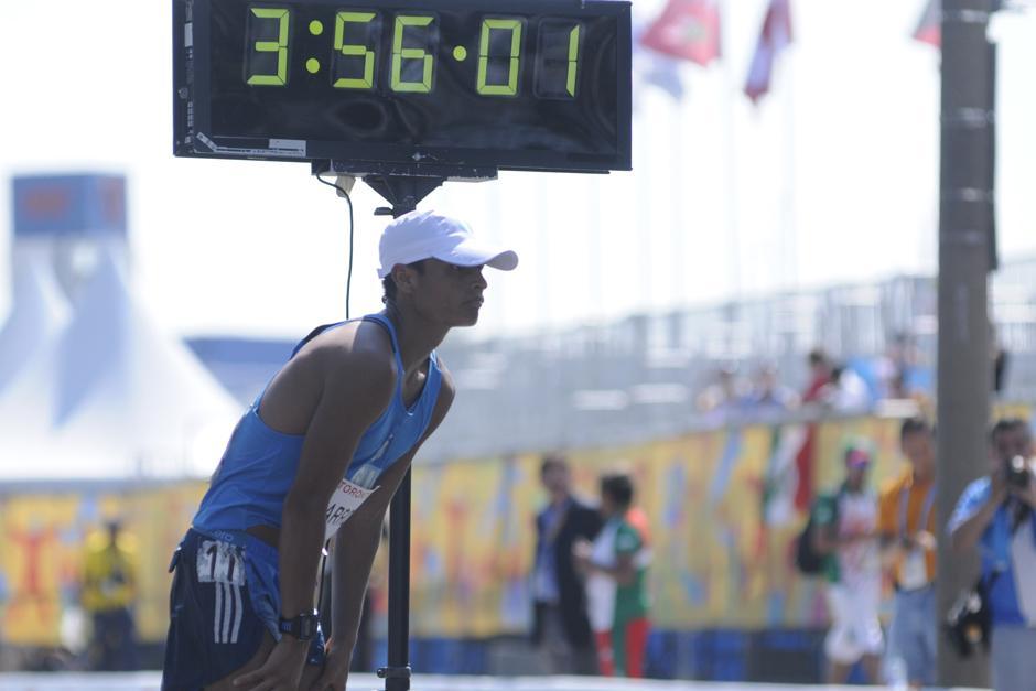 Barrondo toma un respiro tras cruzar la meta y quedarse con la medalla de plata en Toronto 2015. (Foto: Pedro Mijangos/Soy502)