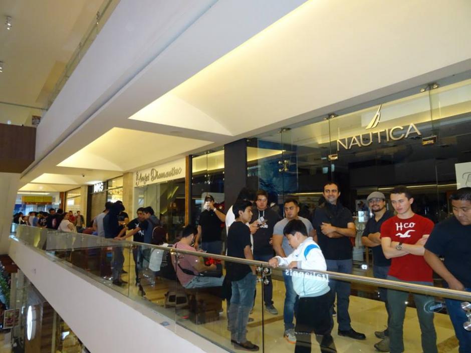 Algunos compradores hacen fila desde las 6:00 horas para adquirir su entrada. (Foto: Facebook/Metallica in Guatemala City)