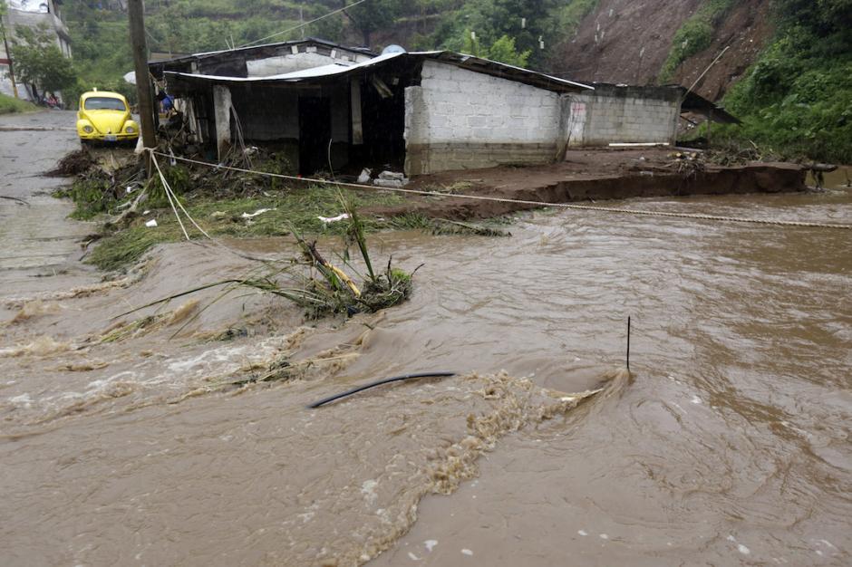 """Los afectados del barrio """"Bicentenario"""" fueron llevados a un albergue. (Foto: www.sinembargo.mx)"""