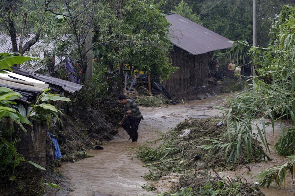 La mayoría de los afectados fueron víctimas de deslaves. (Foto: www.sinembargo.mx)