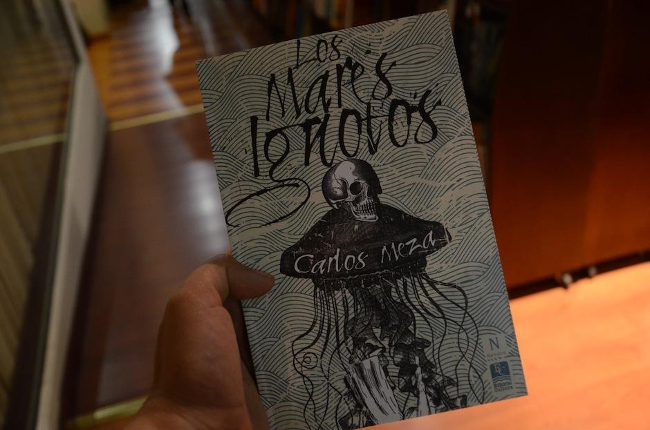 La portada de la publicación fue diseñada por el artista visual Álvaro Sánchez. (Foto: Selene Mejía/Soy502)