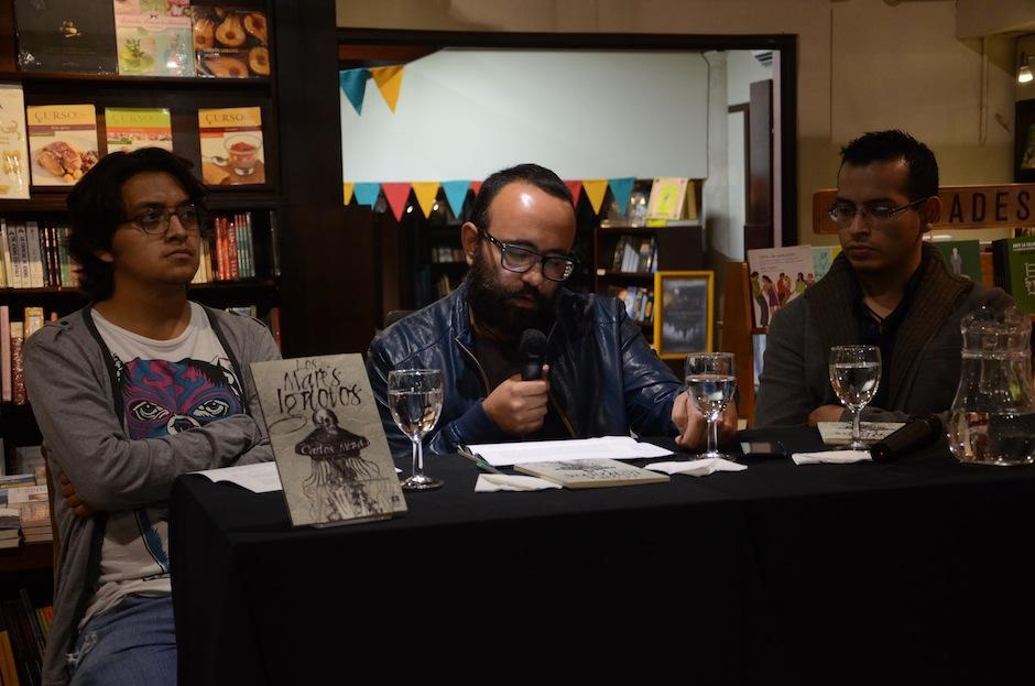 Gabriel Woltke, Luis Méndez y Carlos Meza conversaron acerca de este trabajo literario. (Foto: Selene Mejía/Soy502)