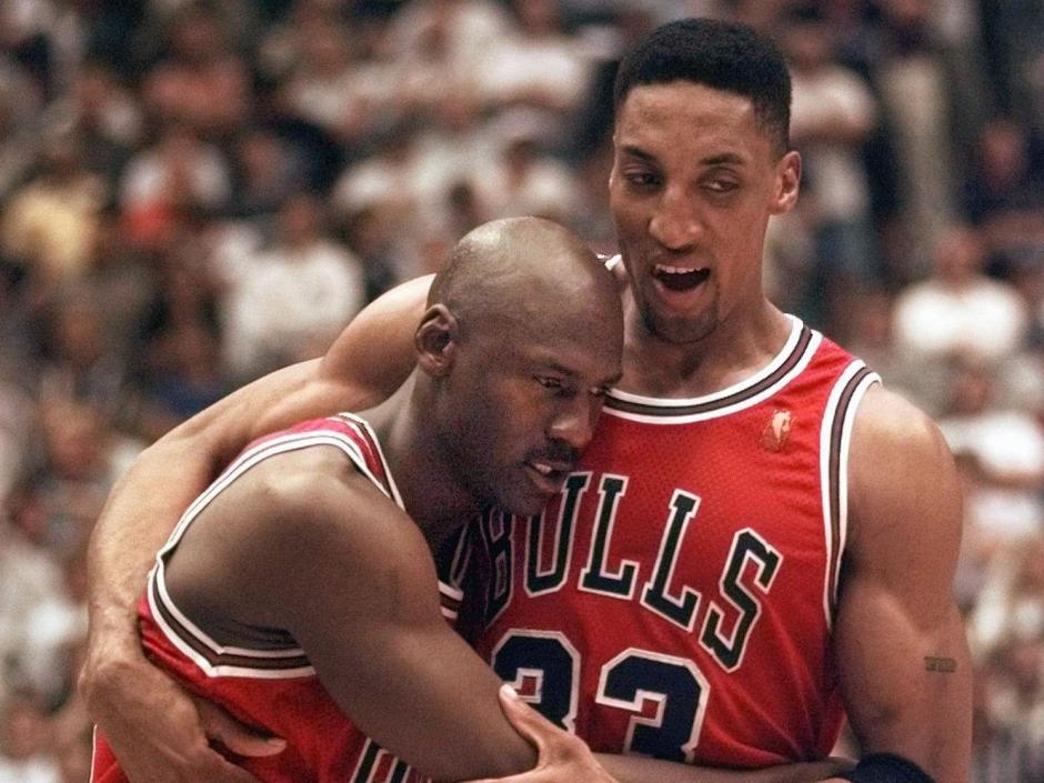 En el quinto juego de la final contra los Jazz de Utah, Jordan salió a ayudar a su equipo, a pesar de estar enfermo. Tuvo que ser ayudado al terminar el juego.