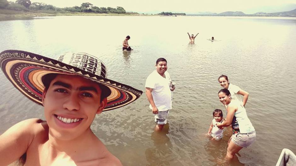 Vásquez viajó al Lago de Güija el fin de semana. (Foto: Michael Vasquez/Facebook)