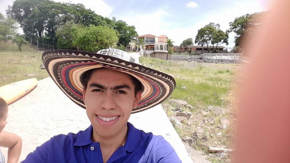 Michael Vásquez se fue de vacaciones tras ser despedido del Congreso. (Foto: Michael Vasquez/Facebook)