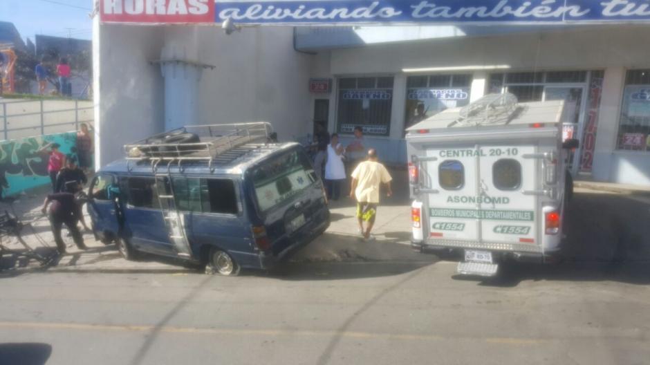 Aparentemente el microbús sufrió fallas mecánicas. (Foto: @CBMDEPTAL)