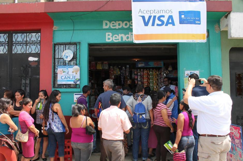 Las tarjetas fueron proporcionadas por VisaNet con el apoyo de Banrural. (Foto: Facebook, Mides)