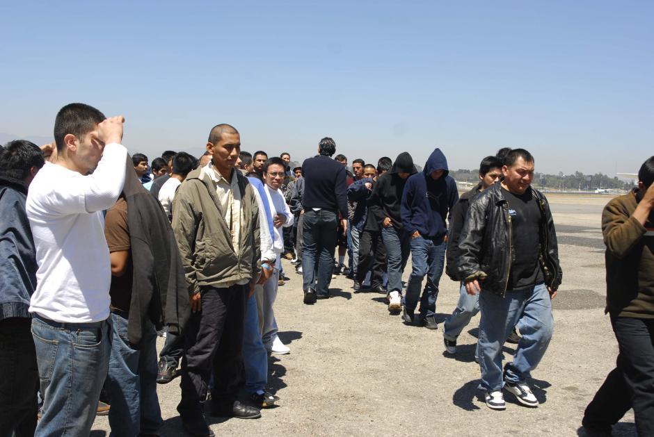 En Guatemala cientos de hombres y mujeres son retornados a diario de Estados Unidos. (Jésus Alfonso/Soy502)