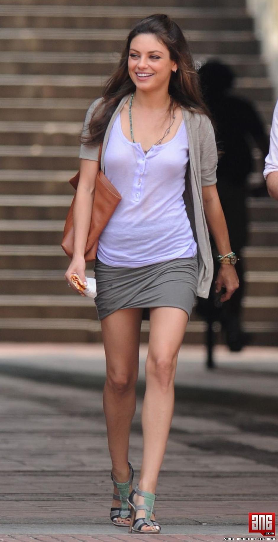 Desde 2012 mantiene una relación con el actor Ashton Kutcher. (Foto: apnatimepass.com)