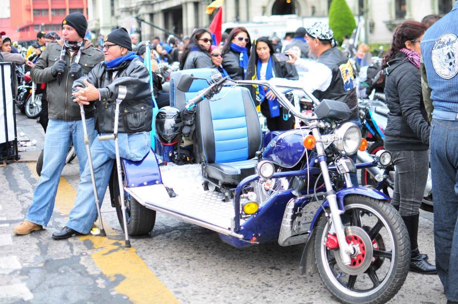 Vistosas motocicletas fueron parte del paisaje instalado en la Plaza de la Constitución.(Foto: Alejandro Balán/Soy502)