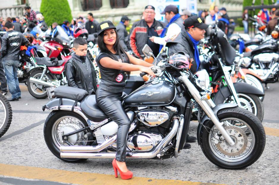 Los motociclistas casi listos para la salida de la Carvana del Zorro 2016. (Foto: Alejandro Balán/Soy502)