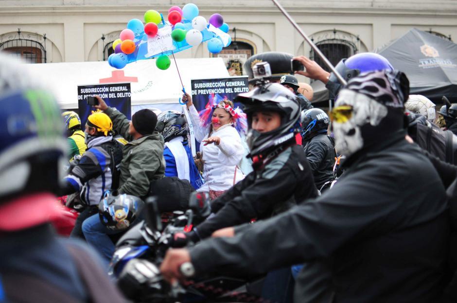 Todo tipo de personajes buscan llamar la atención en el evento motorístico del año.(Foto: Alejandro Balán/Soy502)