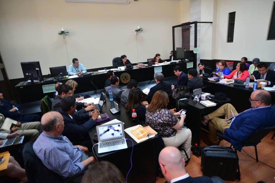 Vista panorámica de la sala donde se desarrollan las audiencias de los 14 militares acusados de delitos de lesa humanidad. (Foto: Wilder López/Soy502)