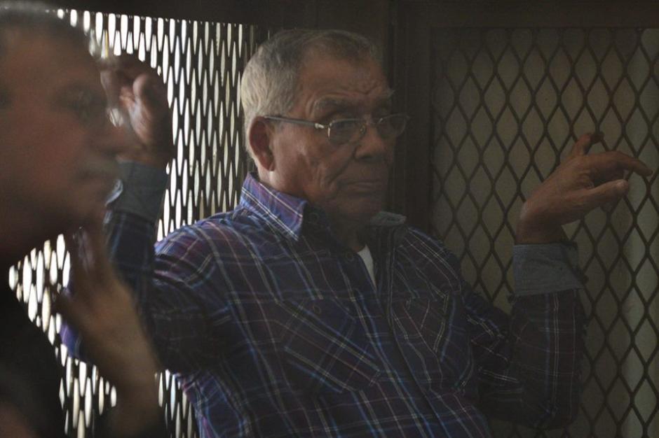 Uno de los 11 militares al momento de escuchar que fueron ligados a proceso penal por el caso conocido como Creompaz. (Foto: Wilder López/Soy502)