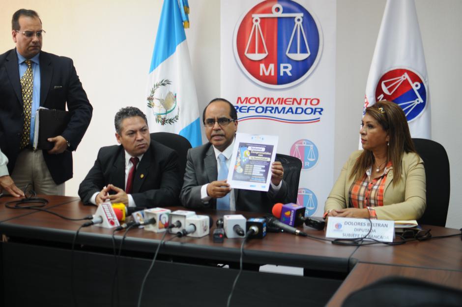 Óscar López, ministro de Educación, en la citación con la bancada MR. (Foto: Alejandro Balán/Soy502)