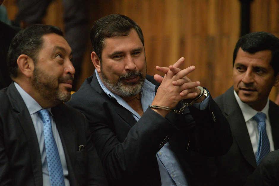 Los sindicados Mauricio López Bonilla, Ulises Anzueto y Manuel López Ambrocio durante una audiencia. (Foto: Archivo/Soy502)