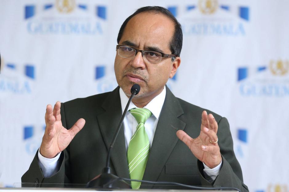 El ministro de Educación, Oscar Hugo López, argumenta que casi no ha llegado a Casa Presidencial porque habla con Morales luego de las reuniones de Gabinete. (Foto: Archivo/Soy502)