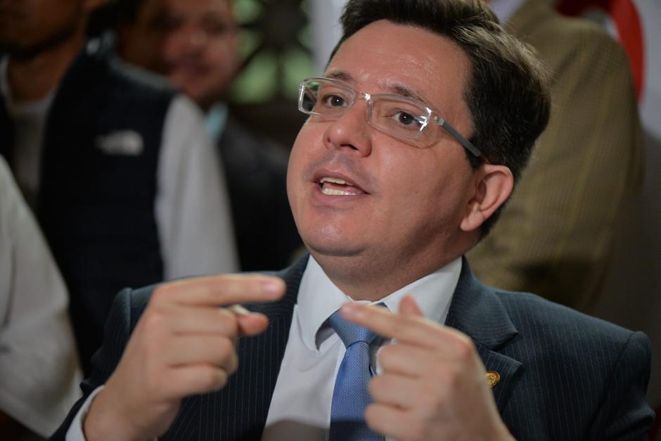 Julio Héctor Estrada, ministro de Finanzas, explica que ha visitado mucho la Casa Presidencial por temas de asignación presupuestaria. (Foto: Archivo/Soy502)