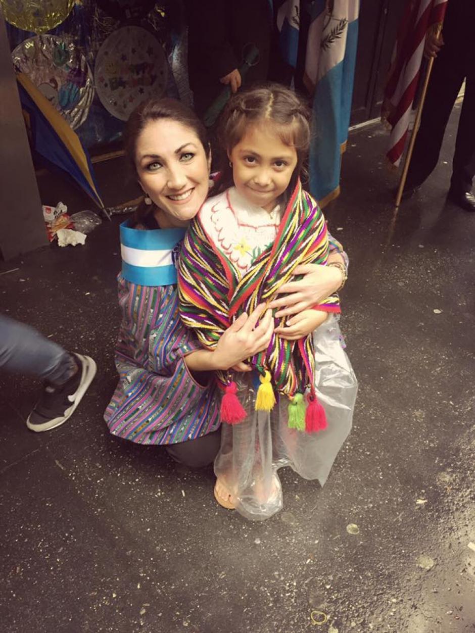 Mirciny participó en el Desfile de la Hispanidad. (Foto: Facebook/Mirciny Moliviatis)