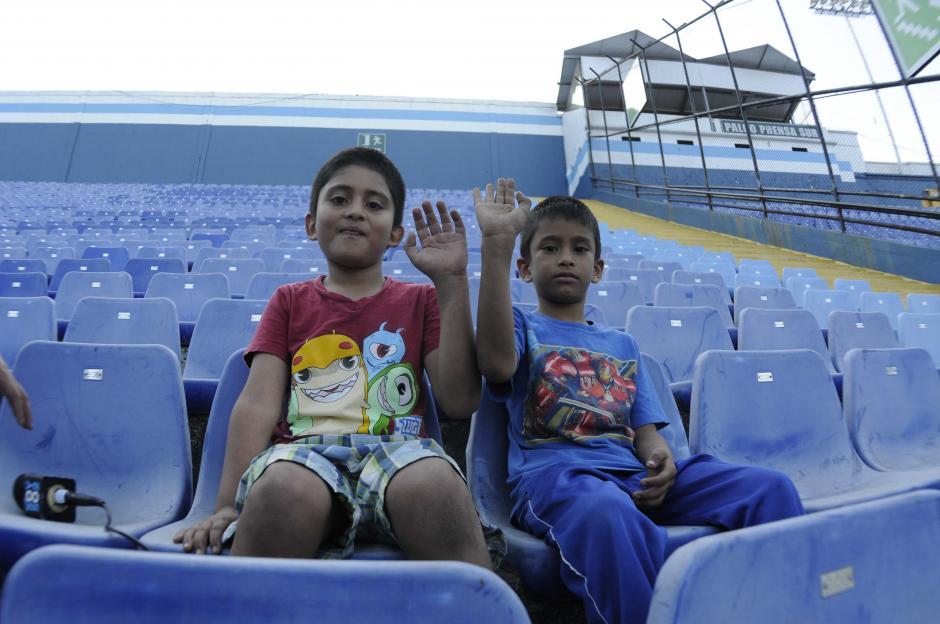 Joshua y Ronin son los hijos de la marchista olímpica Mirna Ortiz. (Foto: Pedro Pablo Mijangos/Soy502)