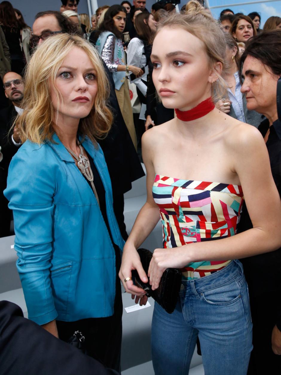 Vanessa Paradis y Lily Rose defienden a Depp de las acusaciones recibidas en los últimos días. (Foto: mirror.co.uk)