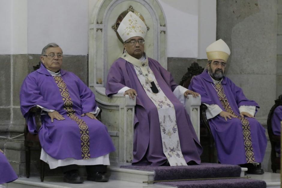 El Arzobispo Óscar Julio Vian Morales ofreció la misa. (Foto: Alejandro Balan/Soy502)