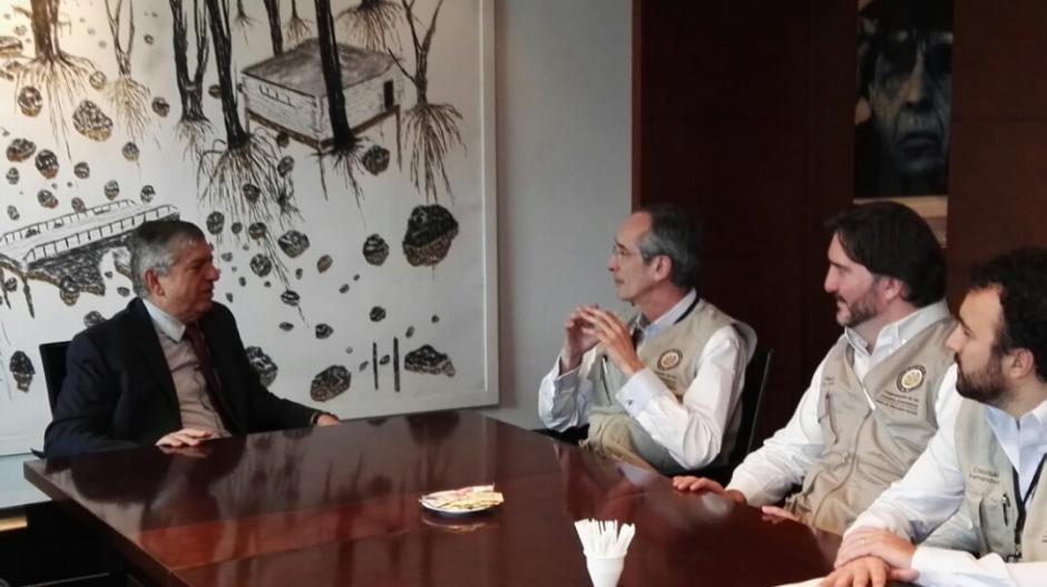 El expresidente Colom, junto a César Gaviria, ex presidente de Colombia, ex secretario de la OEA y coordinador de la campaña por el Sí.  (Foto: Misión OEA)