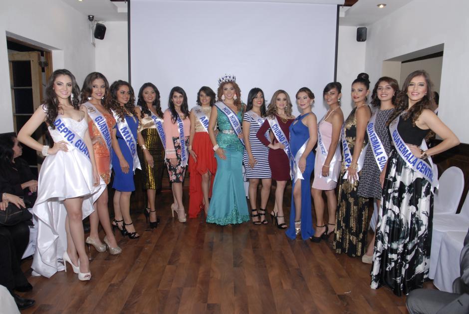 Las candidatas y la reina saliente posaron para las cámaras. (Foto: Luis Castillo/Nuestro Diario)