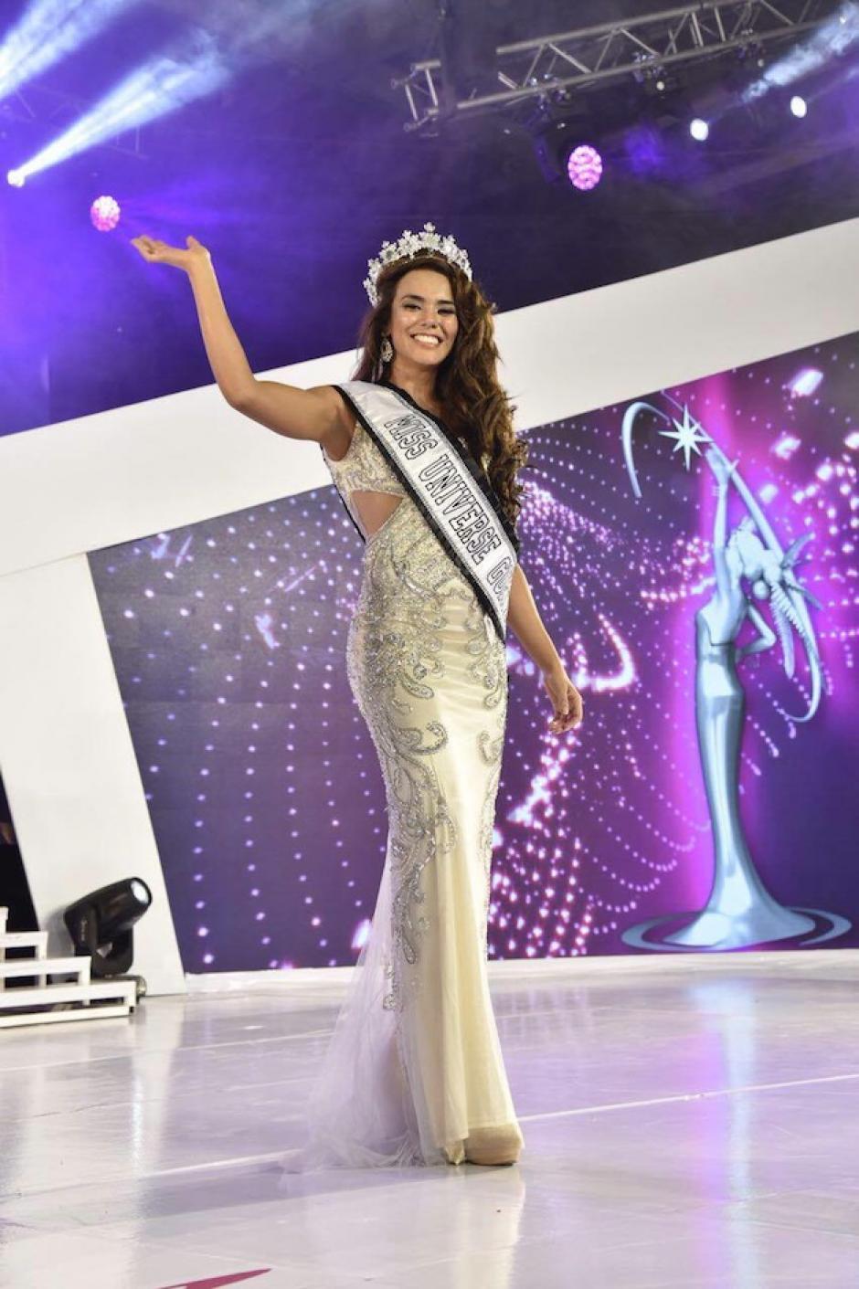 Con mucha emoción, la ganadora envió su cariño a Jutiapa. (Foto: Abner Salguero/Nuestro Diario)