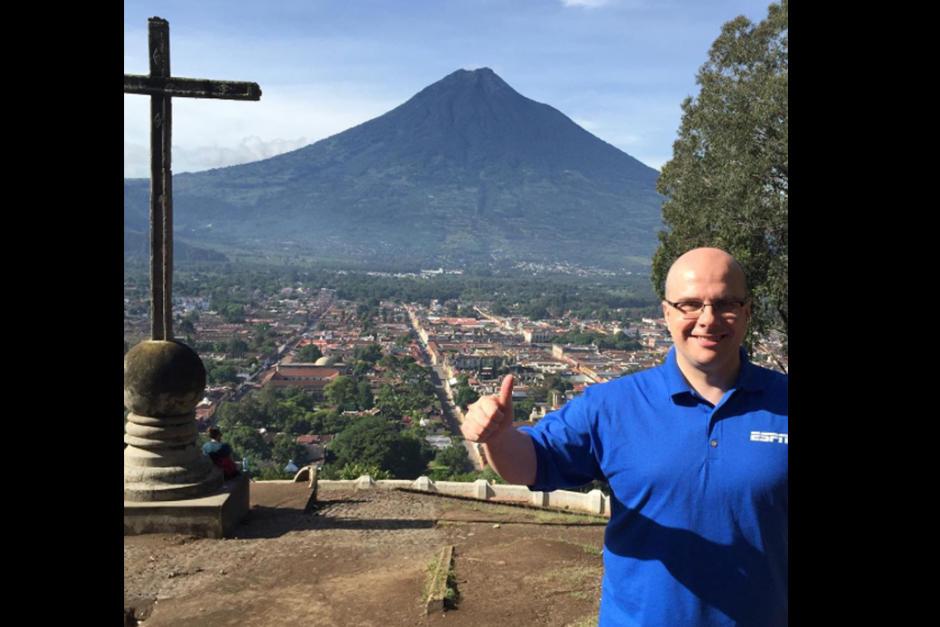El español Mister Chip publica una foto en el Cerro de la Cruz de La Antigua Guatemala. (Foto: Instagram)