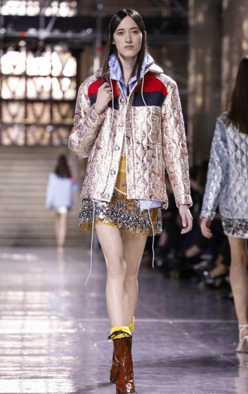 Las minifaldas también tuvieron protagonismo en esta colección. (Foto: NowFashion)