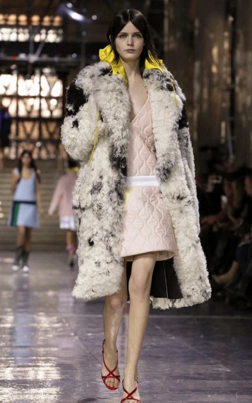 Los vestidos enguatados combinados con abrigos de lana cuasaron furor. (Foto: NowFashion)