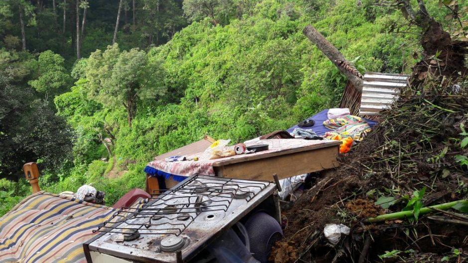 Un deslizamiento de tierra afectó a diez viviendas en Mixco. (Foto: Municipalidad de Mixco)