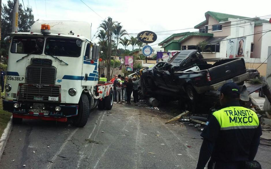 El tránsito se tornó complicado durante al menos cuatro horas. (Foto: @EmixtraPablo)