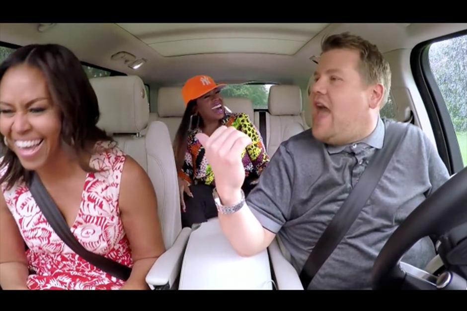 Risas música y baile fue lo que hubo dentro del carro. (Foto: YouTube)