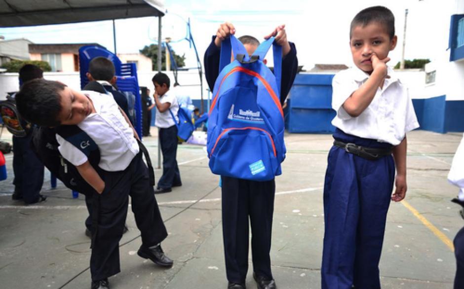 La Contraloría General de Cuentas denunció anomalías en la compra de mochilas en el Ministerio de Educación. (Foto: Archivo/Soy502)